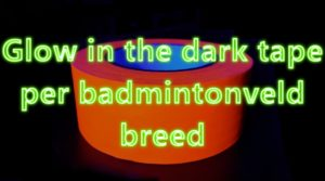 Glow in the dark tape oranje badmintonveld breed